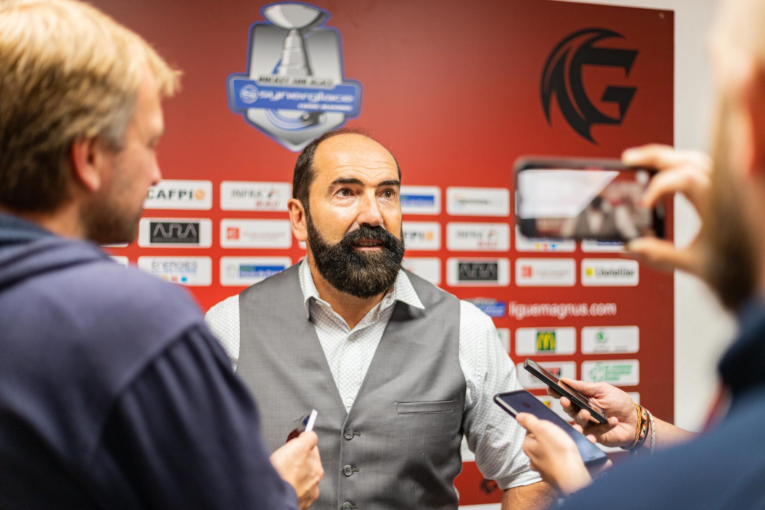 """""""Ce n'est pas simple de faire venir des joueurs ici en essayant juste de leur vendre la cathédrale"""". Mario Richer (Coach Amiens)"""